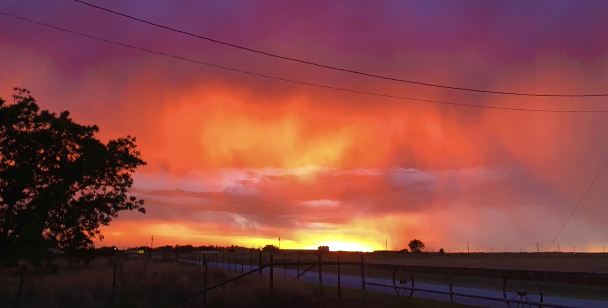 The sky did not disappoint tonight. #sunset #txwx