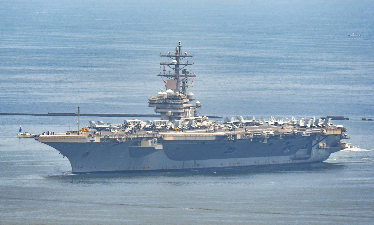 すげー‼️ 飛行甲板に艦載機いっぱい載せたまま入港する「ロナルド・レーガン」だ!!!(≧∀≦)
