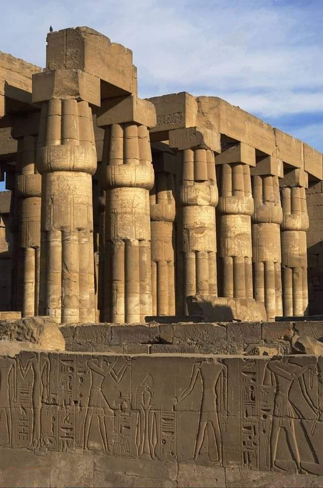 Papyrus columns at the temple of Luxor #Egypt  Pic from Facebook page. pic.twitter.com/RgDxCFXA81