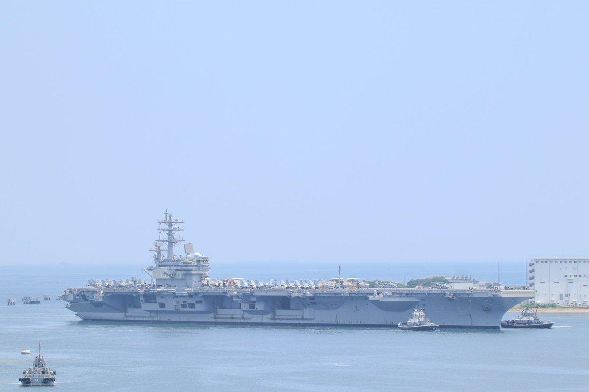 米海軍原子力空母ロナルド・レーガン(CVN-76 USSRonald Reagan)横須賀港に入港しました。艦載機を載せての入港!!!これはものすっごくレアだ・・・飛行機が乗ってるとより「空母」って感じがするね