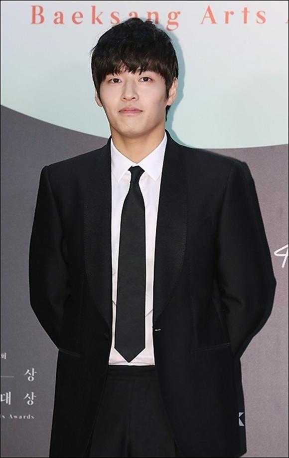 【PHOTO】カン・ハヌル&Wanna One出身オン・ソンウら「第56回百想芸術大賞」レッドカーペットに登場