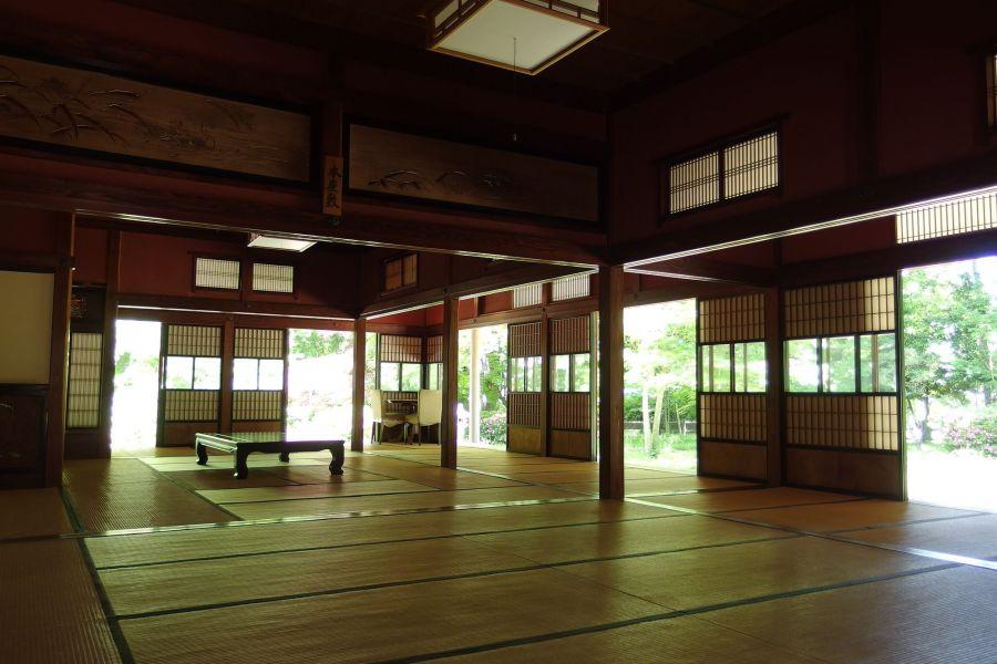 コスプレイヤーのみなさんきこえますか…新潟県関川村の役場のお兄さんから拡散依頼だよ…東桂苑(とうけいえん)という建物が…1日1万円で全館借りられるから…コスプレ撮影につかってほしいそうです…明治時代の建物だから…●●の刃とか…相性抜群だよ…利用してあげて…