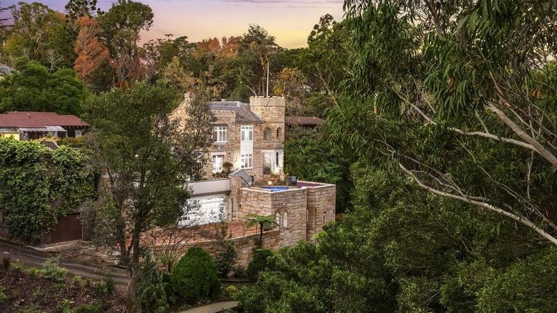 Now is your chance to live like royalty in the heart of Sydney, with this opulent sandstone castle featuring 25 grand rooms, a turret and lavish interiors coming up for sale. https://t.co/yyvhk6y9Yc #realestateau #nsw via @RealMattBell https://t.co/IOwKPsZ9b9