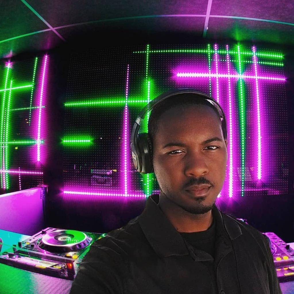 When I'm here I'm home!! #PNominal #ItsADJThing2 #DJBooth #cooledits #CoolDad #DJMix #DJLive #livestream https://instagr.am/p/CBCjZ1Ilr2_/pic.twitter.com/okpXT0FgCi