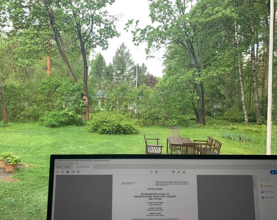 A room with a view to all shades of green. #summer #remotework #Finland pic.twitter.com/FbTGnQJ7ES