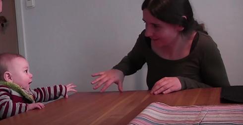実験の様子がかわいい😍赤ちゃんは行動をマネする大人に親しく振る舞う 「マネされていることを理解している」 海外の大学が発表  @itm_nlabより