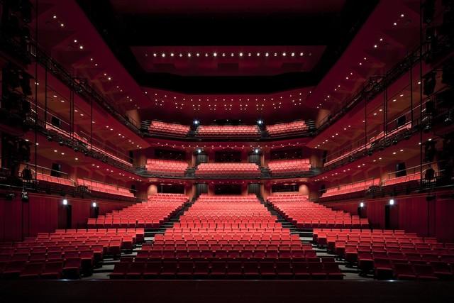 KAAT神奈川芸術劇場、白井晃演出「アーリントン」ほか中止発表公演を上演の方向へ(コメントあり)