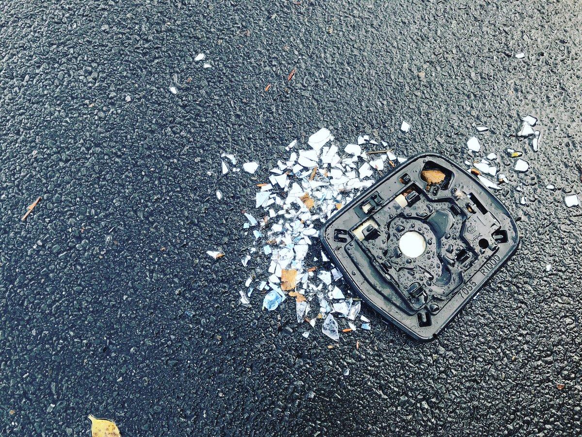 #PicOfTheDay #040620 'Broken Wingmirror' #broken #wingmirror #crushed #roadkill #accidentalbreakage #rearview https://t.co/xOB2gXS4W6