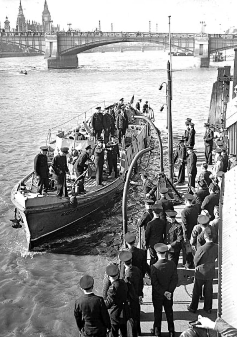 5th June 1940, and @themasseyshaw fire boat and her crew return to #London after helping to evacuate troops from the British ExpeditionaryForce at #Dunkirk #WWII #littleships #Dunkirk1940 #Dunkirk80 https://t.co/yP0qDfWc5o