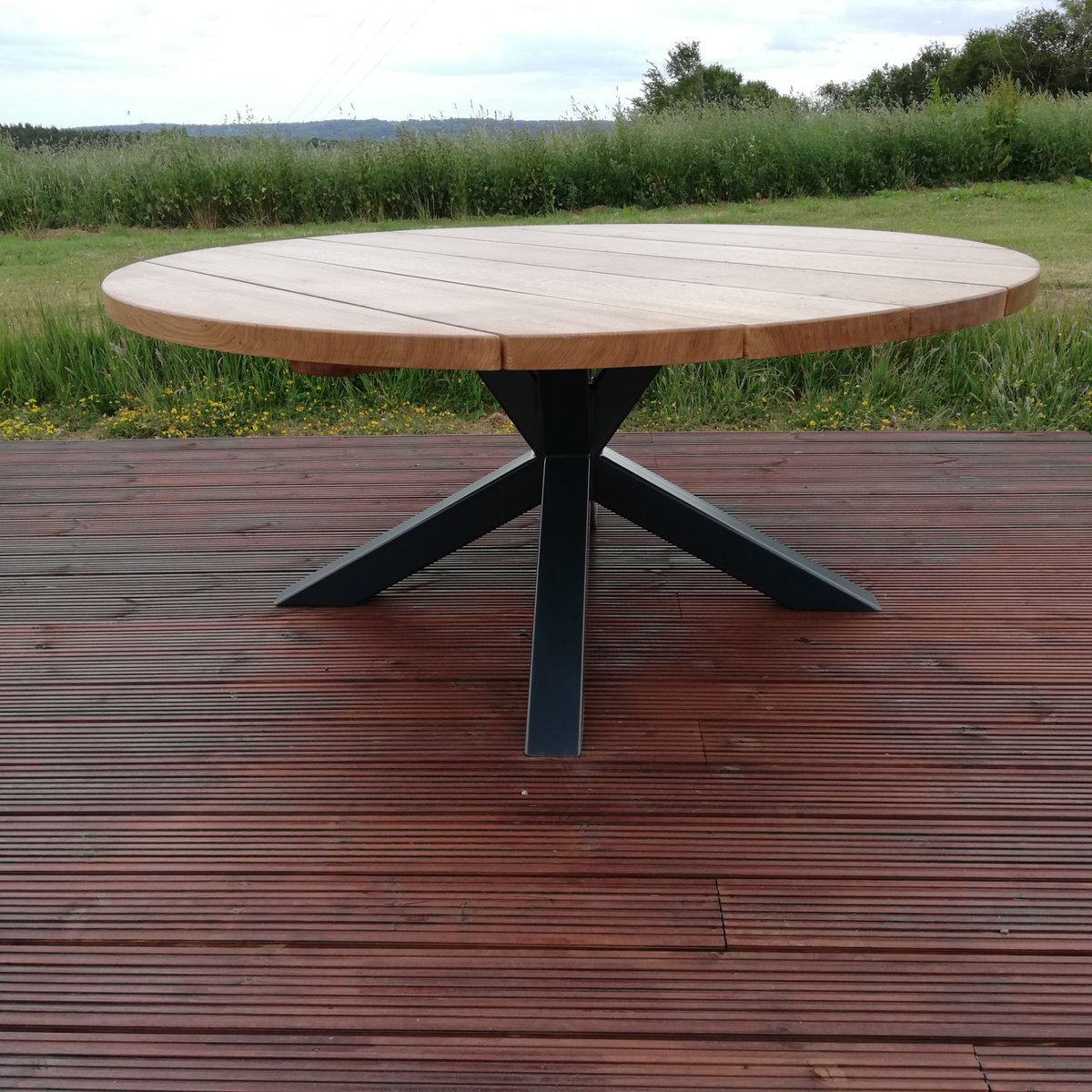 Just finished our latest commission our 4K steel and oak garden table featuring a powder coated steel base and a solid oak 50 mm thick planked top #handmade #garden #furniture #outdoor #dining #bespoke #furnituremakerspic.twitter.com/eLtUH3B8WS