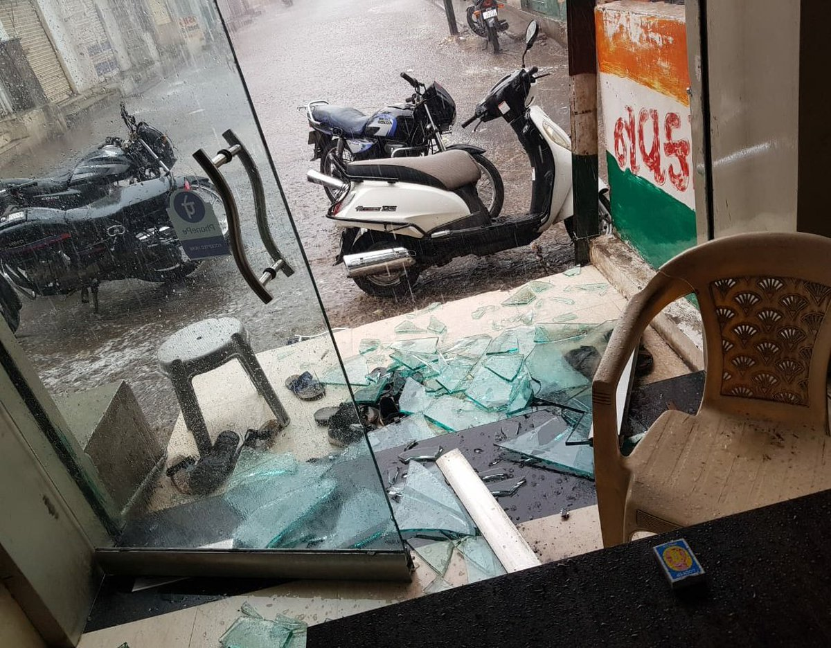 while all above pics are captured near main road sanjivani society Ratanpar.. there are some wind shields and glass doors also found broken in offices due to powerfull single spell of rain and windstorm.  P.c. @NavkarNews Office at Mehta Market, Surendranagar city. pic.twitter.com/hoizy6KXjE