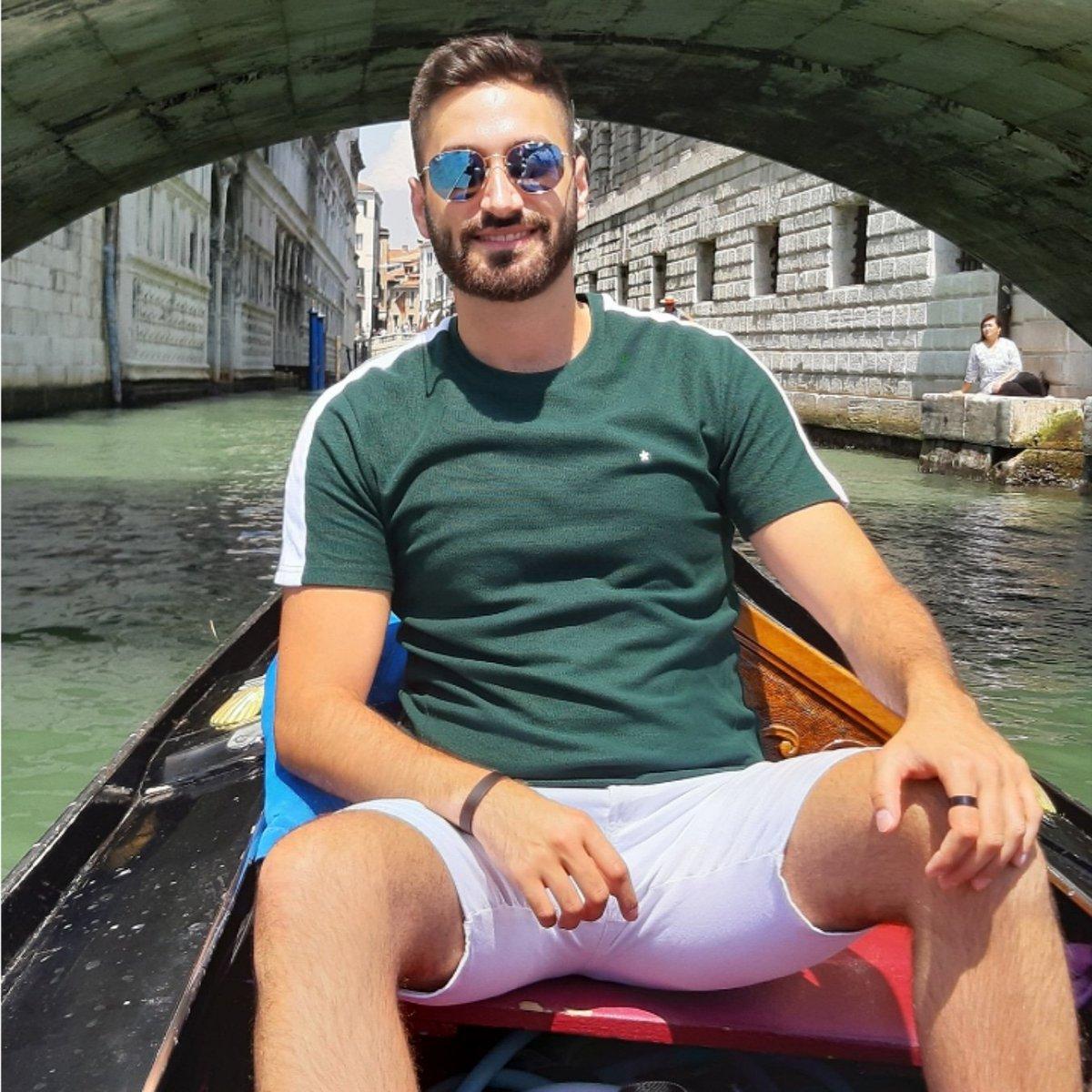 Throwback to when we had a normal life  When in Venice  #OneYearAgo #Venice #Venezia #FloatingCity #Gondola #Italy #WhenInItaly #Italia #TourismInItalypic.twitter.com/epOItmbENC