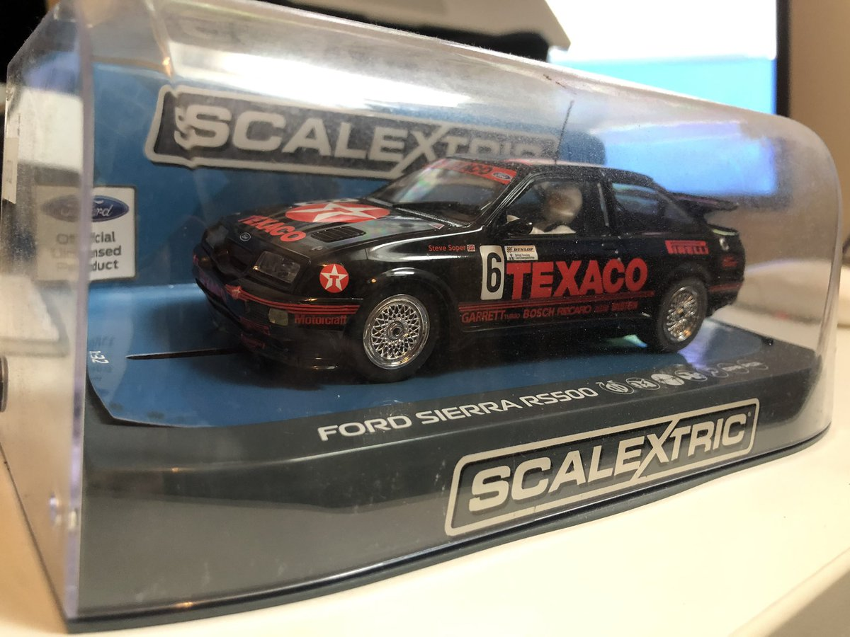 I had one back in the day but it got broken within two minutes. I recently bought one of the new @Scalextric models.  I don't actually own a Scalextric set. :/pic.twitter.com/oQUzFIfFuU