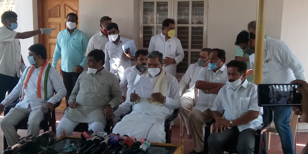 Former CM @siddaramaiah has urged state govt not to resume schools for at least next 3 months saying that many school kids in France and Germany have been infected with after resumption of classes.pic.twitter.com/oGTHESQBok