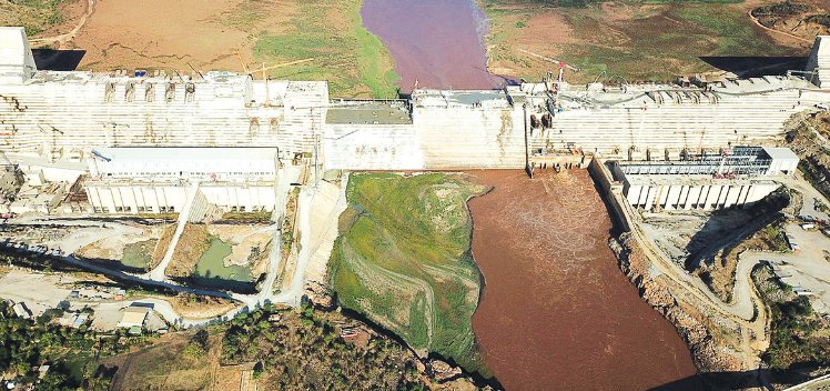 #Russia has welcomed the recent agreement between #Ethiopia, #Egypt & #Sudan to resume their negotiation over Grand Renaissance dam, Addis Ababa is building over the Blue Nile River. https://ethiopianmonitor.com/2020/06/05/russia-welcomes-decision-to-resume-talks-over-ethiopias-dam/…pic.twitter.com/75fM6ccDSt