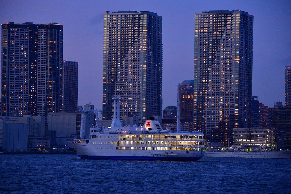映画「天気の子」にも登場した「さるびあ丸」。変わりゆく東京から、また1隻の船が旅立とうとしています。
