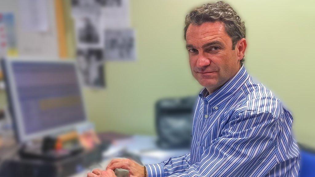 📻 ¡Enhorabuena a nuestro compañero Javier Ronda, Premio Línea Directa por un reportaje sobre accidentes de tráfico!   🚦⛔🚧🚘 Premio Periodístico de Seguridad Vial.  🗣️ @javier_ronda @CanalSurRadio @f_lineadirecta  🌐https://t.co/xMYHxluuyn https://t.co/L4ipeHYci7