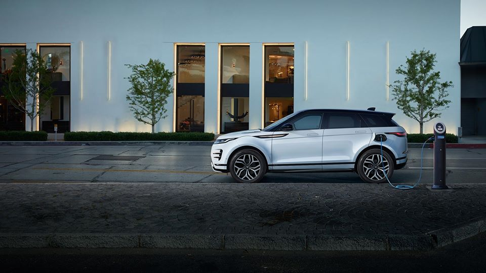 Perfect for the city and weekends away, Range Rover Evoque Plug in Hybrid delivers all-electric, emission-free driving and can be charged using DC Rapid Charging.  #hybridcar #plugincar #RangeRoverEvoque #LandRover #Evoque #suv #electricsuv #phev #4x4   ▶️https://t.co/2OePS0C5fH https://t.co/gvYcf7nT2Z