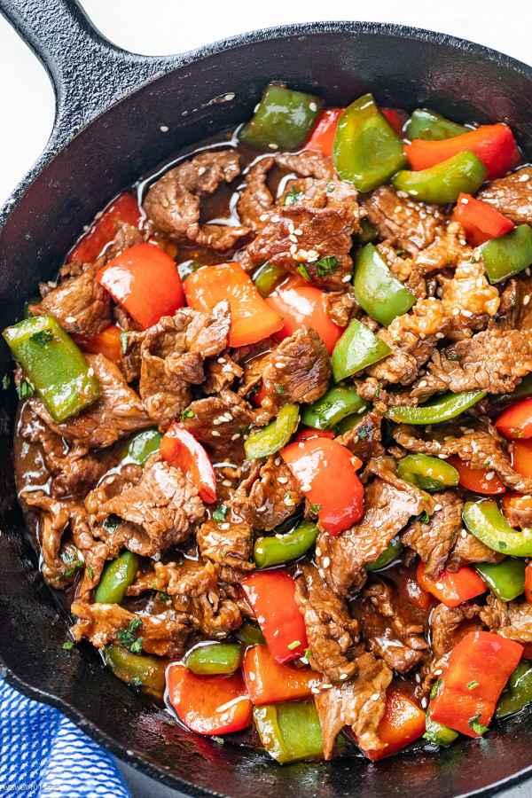 15 MIN RECIPES: (Pepper Steak Stir-Fry)  Mix: garlic, sugar, soy sauce, sesame oil, ginger + Cook: heat olive oil, add peppers & steak  + Serve with Rice  #FetchYourBody2020  #RunningWithTumiSole #fit pic.twitter.com/eGoOCmnSkJ