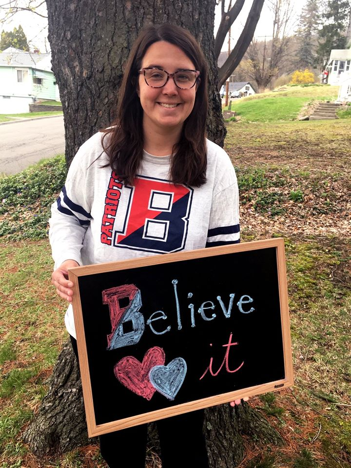 This week's hero? Kim Bogart, a 4th & 5th grade special ed teacher at TJ Elementary in Binghamton, NY! She plans lessons, volunteers for @DonorsChoose, & delivers books & supplies for students to their homes #VisionsCares #HeartofaHero #TJAllStars #BPatriotProud @sarahrwiggins https://t.co/S1SDznbpv4