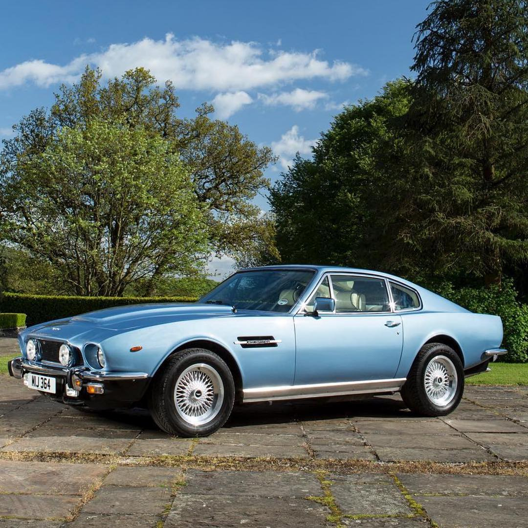 Aston V8. . . . . From @classicastonmartin Image by @simonclaycarsnapper https://t.co/ndYxdrPyav