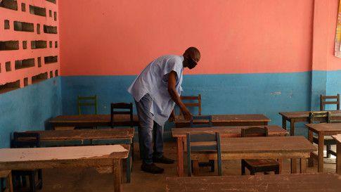 Torn safety nets: How COVID-19 has exposed huge inequalities in global education bit.ly/2Ug1Wrf @nikita_sharma30