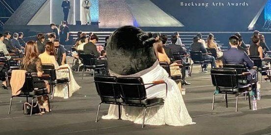 PENGSOO OCCUPYING 2 CHAIRS SENDS ME https://t.co/Dv79DsMAX0