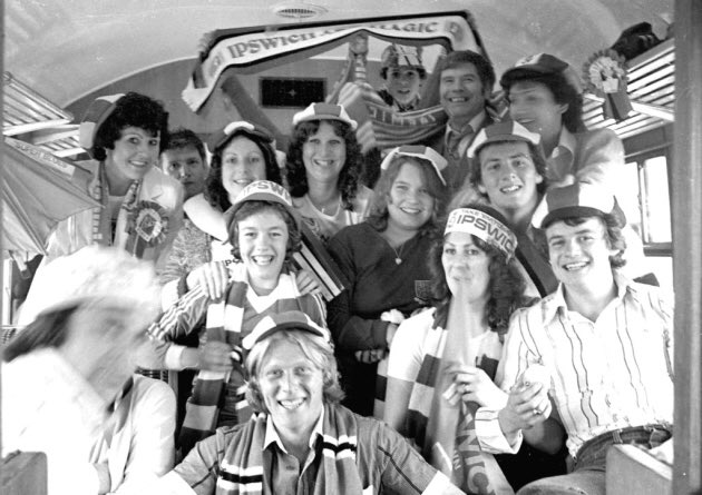 FA Cup Final 6th May 1978 Ipswich Town 1 - Arsenal 0  Wembley bound Ipswich fans in high spirits ahead of the game.   #ITFC #Ipswich #AFC #Arsenal #FACupFinal #Wembley   @FootballArchive https://t.co/QvmBYikeHr