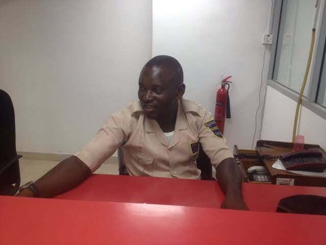 Nigerian Bank Security Guard, Ibrahim Ogbanago found and returned $10,000 at a UBA branch in Ikeja, Lagos State.  He was rewarded with $30,000.  He was earning $100 monthly before that.  He is now a successful Businessman in Kogi State. https://t.co/rWcXZ1w8II