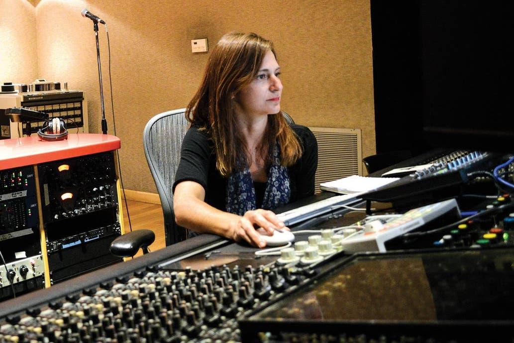 #Cuarentena: Los músicos pueden volver a sus salas de ensayo, usar estudios de grabación y realizar shows por streaming sin público en la Ciudad de Buenos Aires. Por @emiliozava https://t.co/opIwUUe9R2 https://t.co/GUE7GkEdqW