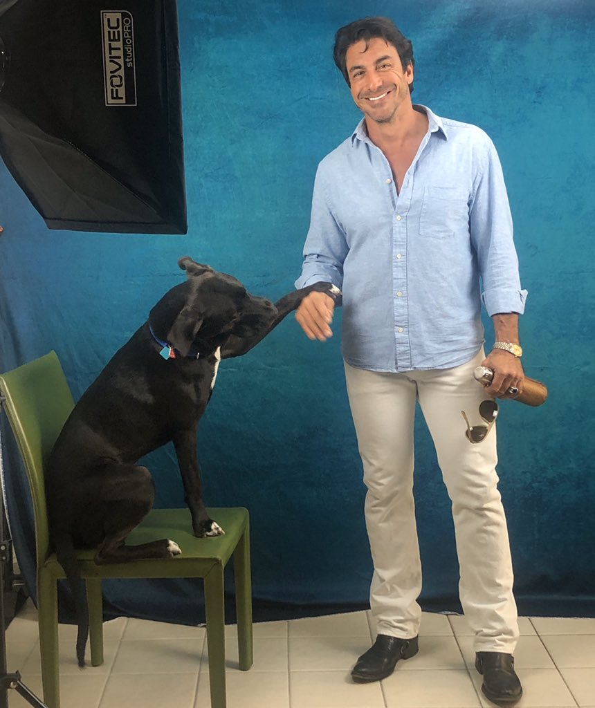 When you're trying to do a self-tape audition and your dog decides to be in the scene and become an actor. I love this guy! 🤣🤣🤣 #actor #performer #RicardoChavez #thisguy #dog #actinglife #LA #backtoone #audition #selftape #selftapeaudition #filmactor #auditioning #stage #scene https://t.co/KXu6vJDFPd