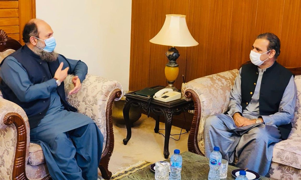 Met with CM Balochistan Jam Kamal sb, discussed all CPEC projects.Special focus remained on water reservoirs, large scale agri farms,SEZs of Hub&Bostan &development of Gwadar City/port #cpec #CPECMakingProgress https://t.co/T1gQtlyhDv