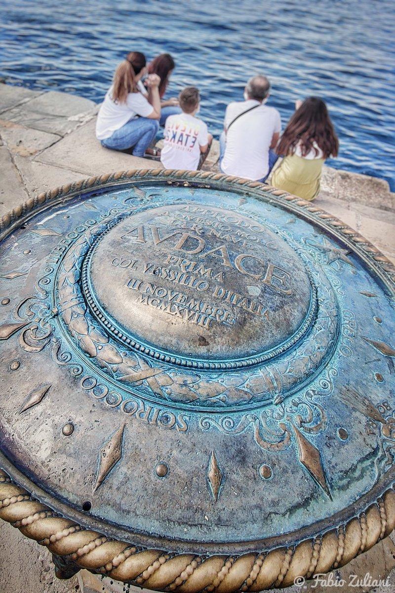 Molo Audace, Trieste. #Trieste #comunediTrieste #Triestesocial #visitTrieste #FVG #fvglive #friuliveneziagiulia #explorefvg #nordest #Italia #Italy #Italien #visitItaly #Turismo #tourism #natgeo #natgeoyourshot #natgeotravel #mare #MareAdriatico #sea #adriaticseapic.twitter.com/9uIdNhC1ny