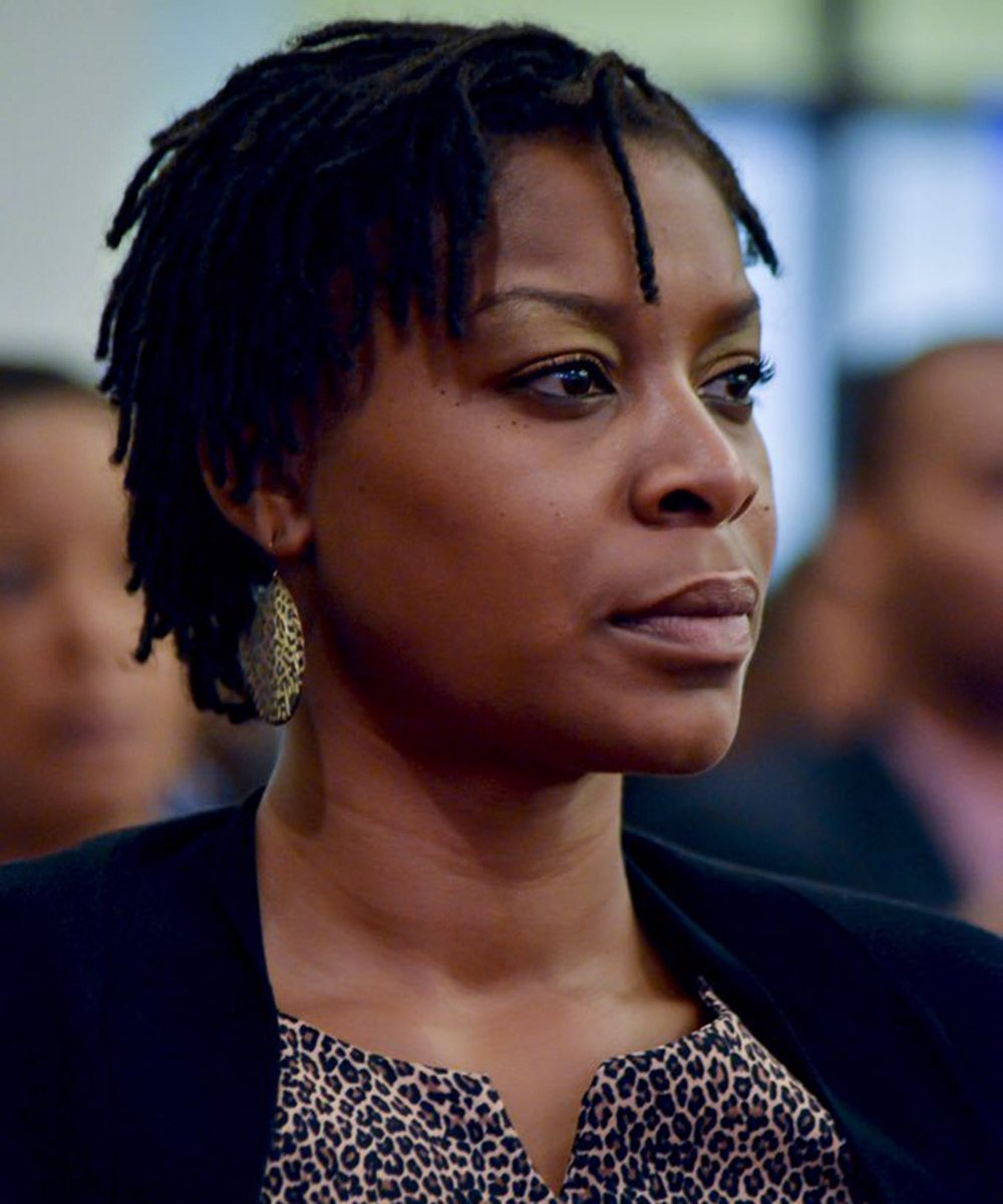 Sandra Bland was arrested in Texas for a traffic stop. She was later found hanged in her jail cell. Her death was ruled as a suicide. Her family was even denied the right to have the case reopened despite new video evidence of her encounter. #JusticeForSandraBland Reopen her case https://t.co/4XS2kTDjLy