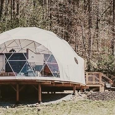 Eco shelter. @BlueRidgeGlamp #geodesicdomes #ecoshelter #domehomes #FridayFeeling #EnvironmentDay2020 https://t.co/lhADGh8mNd
