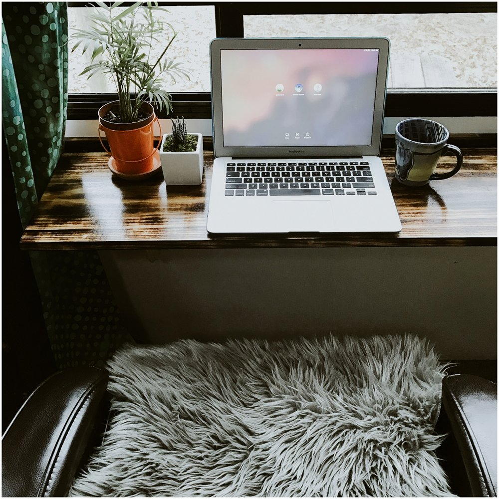 A perfect spot! #rvshare #vanlifers #livingthedream #wanderlust #adventuremobile #vanlifediaries #adventure #vanlife #rvliving #rvlife #onmydesk #workspace #workspacestyling #officedecor #officegoals #style #lifestyle #deskgoals #minimal #explore #photooftheday #lovepic.twitter.com/yPdSfKQfXM