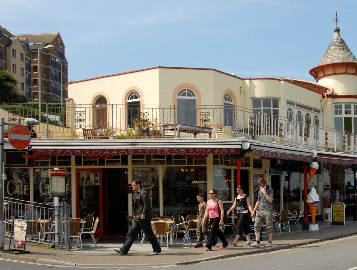 """Temporary """"street cafe"""" licences are being introduced by Devon County Council to help speed up the application process for cafes and pubs seeking to place tables & chairs on pedestrianised areas when they re-open, to help customers with social distancing  https://t.co/1e0ICz2iMC https://t.co/ssRcjeJ3aY"""
