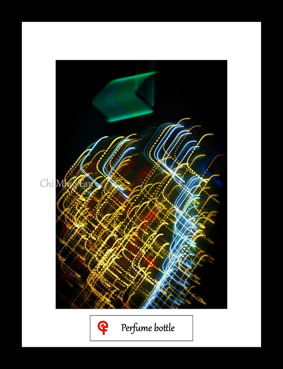 Perfume bottle   Please visit http://chimingfan.com for more details of this art piece.  #artwork #art #popart #modernart #gallery #digitallightart #lightart #artsale #artshop #abstractphotography #abstractart #hongkong #hk #藝術 #光之藝術 #現代藝術 #抽象藝術 #香港pic.twitter.com/ziPsbHAchw