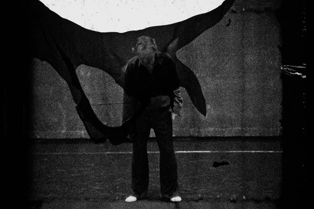 """#PleinSoleil2020, l'été des centres d'art contemporain  La Chapelle Saint-Jacques, centre d'art contemporain (Saint-Gaudens) a réouvert ses portes cette semaine et vous accueille avec l'#exposition """"Mondfinsternis"""" de Damien Daufresne jusqu'au 26 sept.  👉https://t.co/BirEGNYALO https://t.co/1LL9PM3KEA"""
