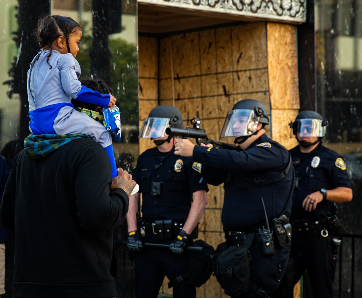 POLICE BRUTALITY EXHIBIT 163:  This pic is enough to show the real face of RACISM.  #PoliceBrutalityPandemic pic.twitter.com/ii4qOK4PrP via hamzabutt61 06 #FixThePolice