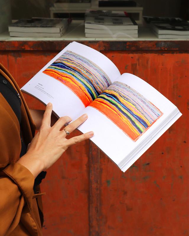 (Re)plongez dans les deux volets d' « in abstracto » avec notre dernier catalogue d'exposition ! Catalogue bilingue FR/EN, disponible à la galerie. Préface par Raphaël Koenig, avant-propos par Christian Berst.  #catalogue #art #exposition https://t.co/2CavzrM07m