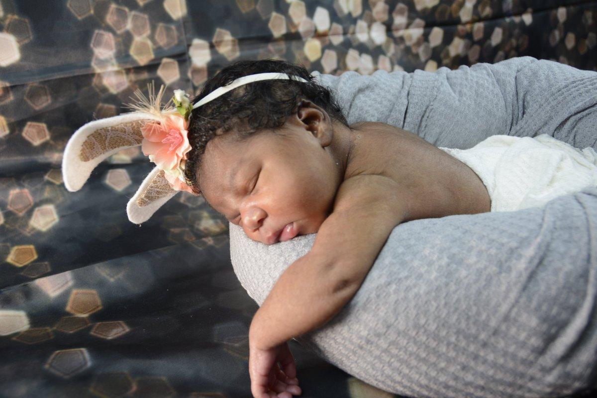 had the pleasure of shooting this precious baby girl. #newbornphotography #photographer #fredva #GraphicDesign #babygirl #babyshootpic.twitter.com/dj1yUlR2wT