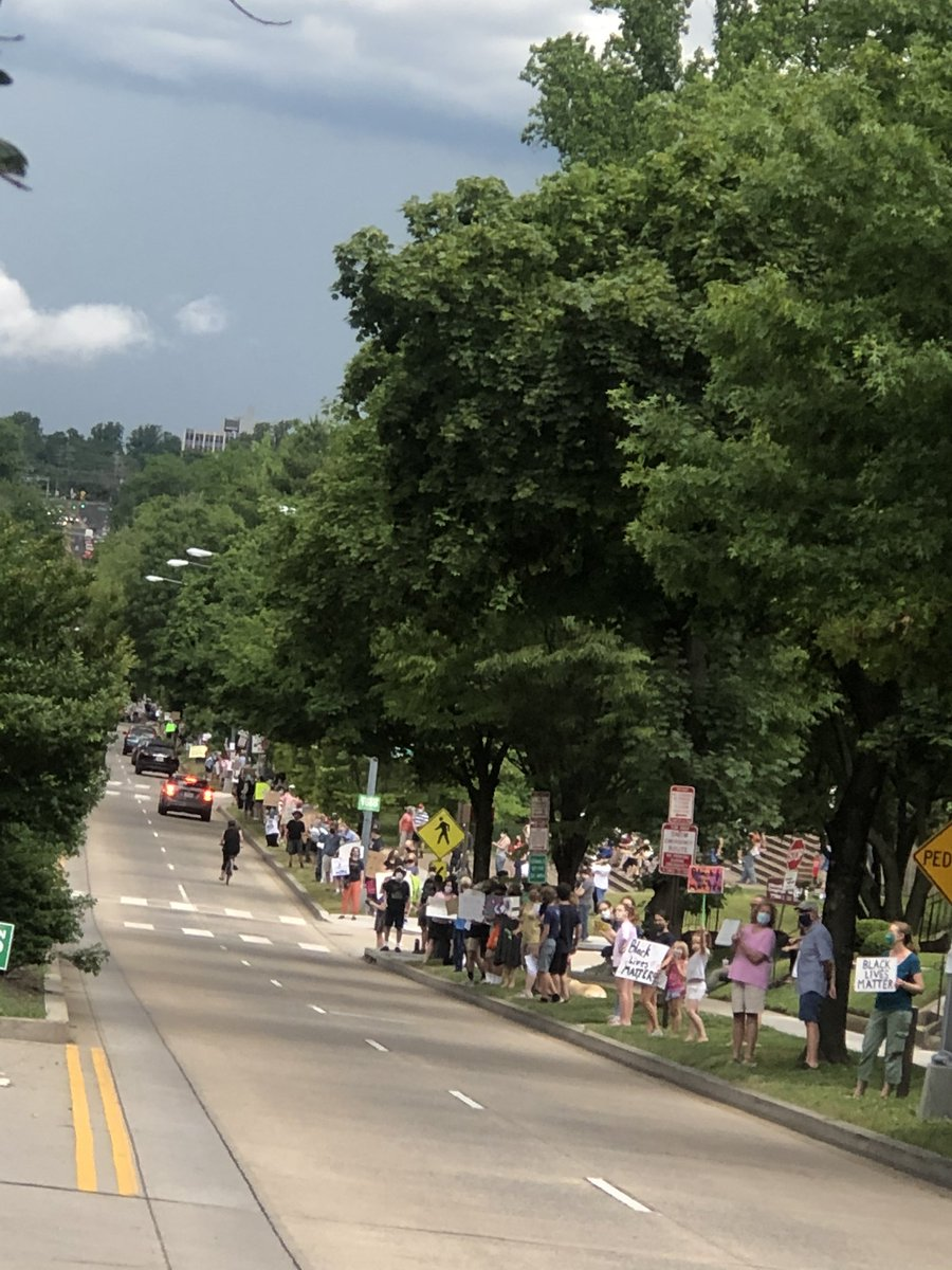 16th Street protest, 5pm, All lives Matter!!!!1000's of people lining the street. @MurielBowser @DCCouncil_ @AmbassadorRice #needtoimpeach #Resistance #BlackLivesMatterDC @NBCNews @wcp @washingtonpost https://t.co/XA6dO62LY3