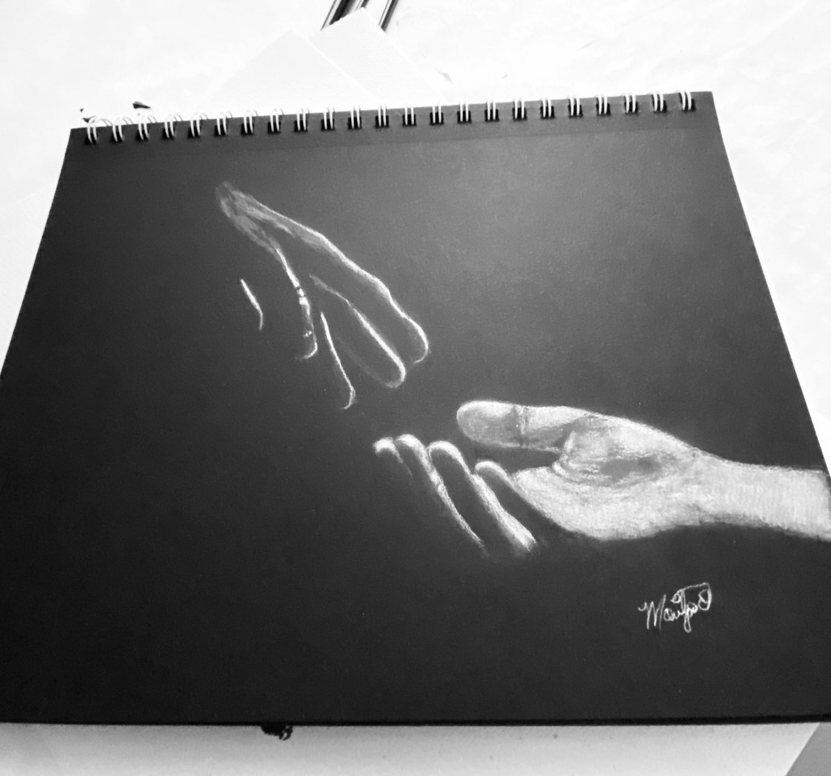Late night doodles. White charcoal on black paper. #whitecharcoal #charcoaldrawing #sketches #drawing #sillouette #pencilsketch #pencilart #shadowpic.twitter.com/NrzQW7CQOY