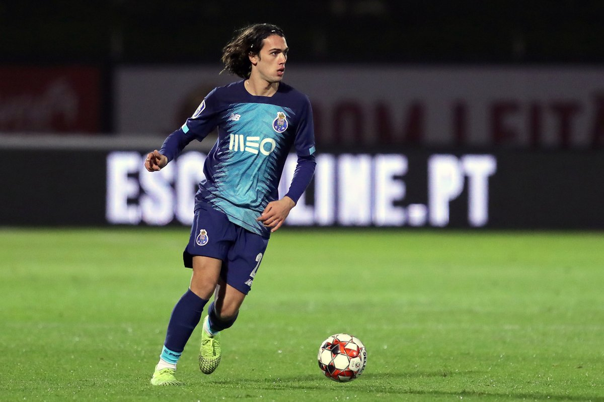 🔵⚪ FC Porto e Tomás Esteves renovam até 2024 💪 18 anos 👉 No FC Porto desde 2011 🏆 Vencedor da UEFA Youth League e Campeão Nacional Sub-19 #FCPorto #TomásEsteves