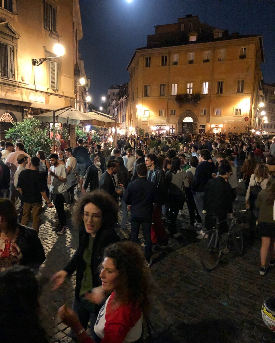 Roma Trastevere just now. Crazy to think that until a few weeks ago you could hear a pin drop.