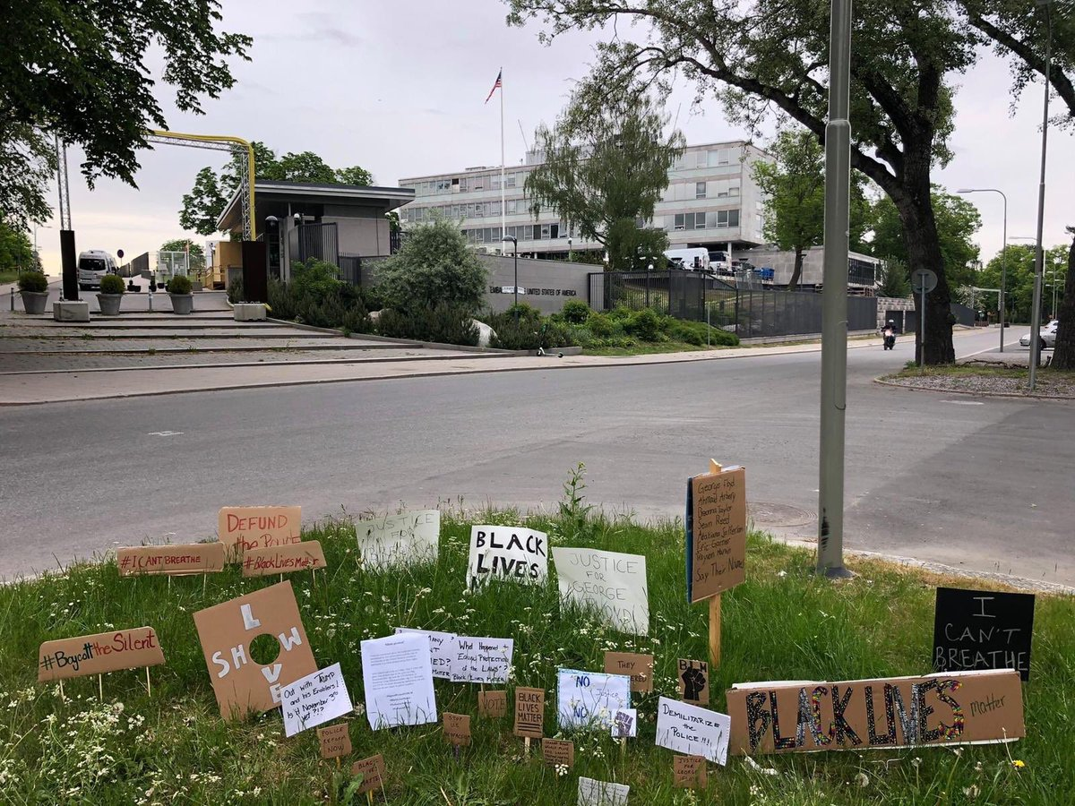 Glad to see the growing #protest outside of #USEmbassy #Stockholm #signsofprotest