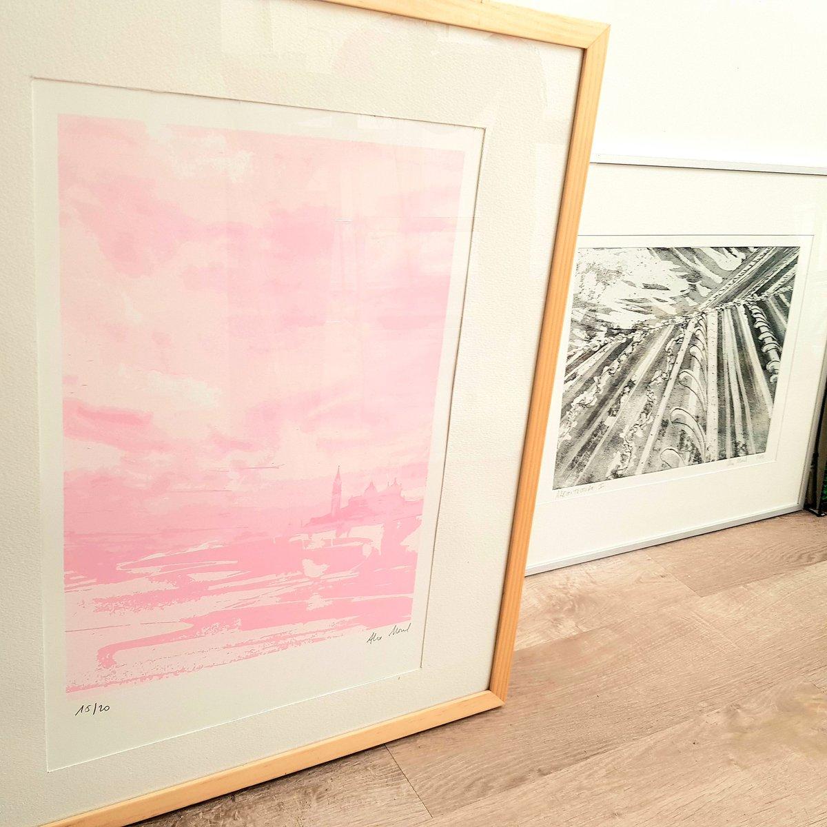 En plein accrochage pour ma prochaine exposition!🖼🔧🏷  #estampe #exhibition #eauforte #exposition #printmaking #litografia #monotype #serigraphie #venice #serigrafia https://t.co/ooOenXQKvO