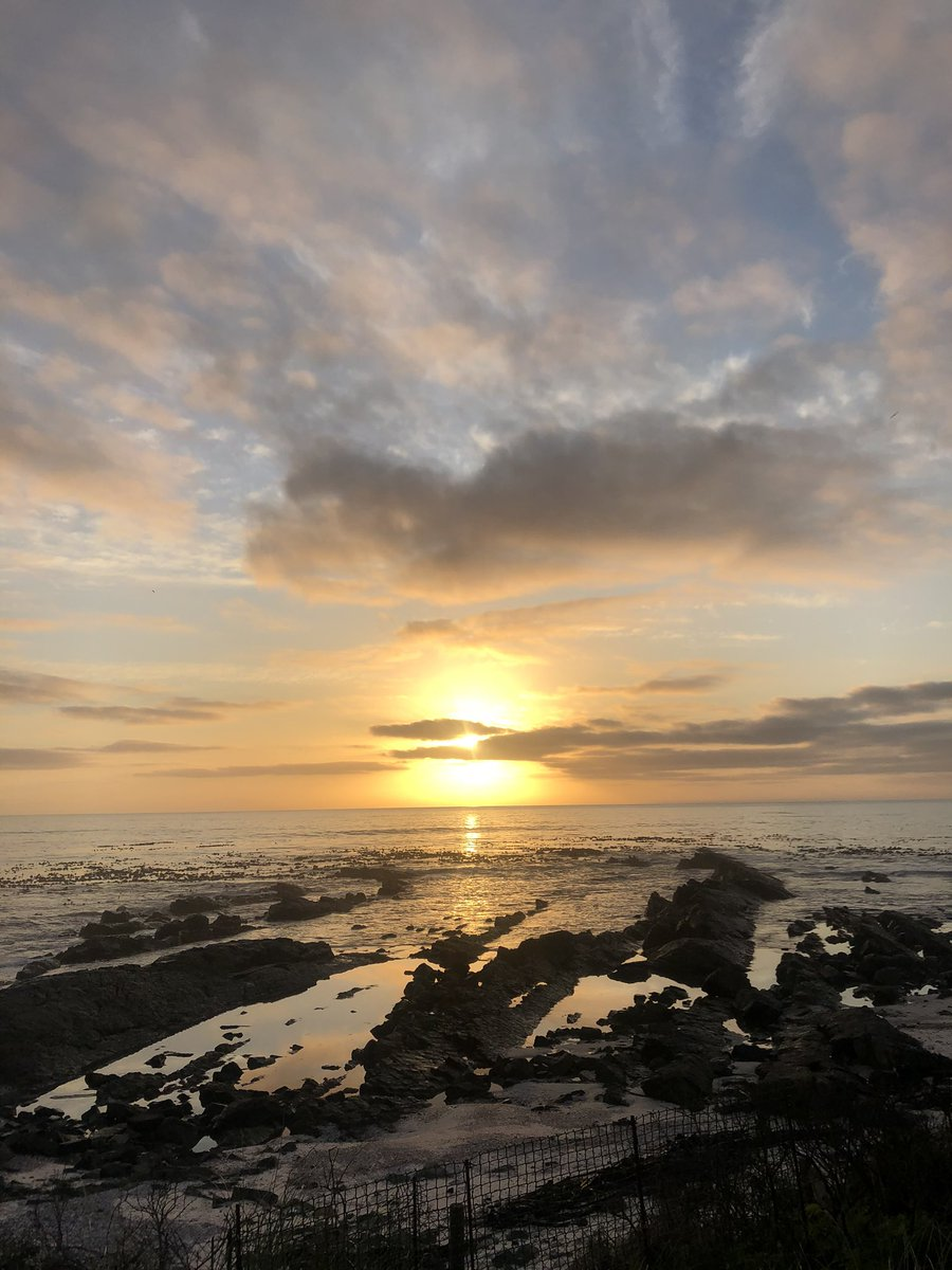 Tonight's sunset    #westcoast #melkbosstrand #sunset #love #nature #clouds #sky #reflection #cloudporn #life #lifesabeach #beach #photo #worldsonbeauty #photography  pic.twitter.com/YwLj5CSIS9