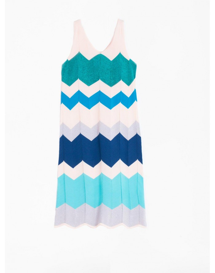 Empezamos el finde con zig zag... #vestido #Vilagallo #vestidopunto #ropamujer  Online: https://bit.ly/3dCMahvpic.twitter.com/3vvumXKS6M